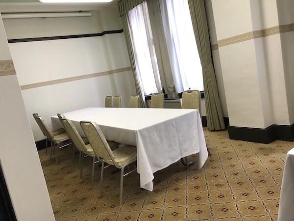 学士会館のゲスト待合室