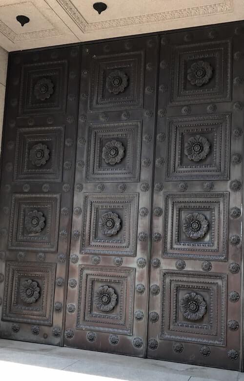 センチュリーコート丸の内、門