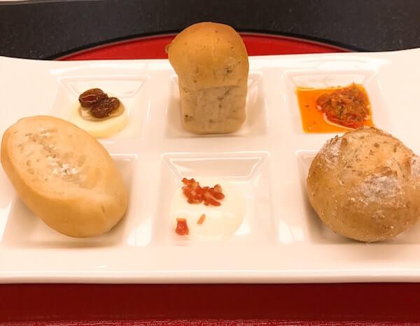 グランドヒル市ヶ谷、料理、パン