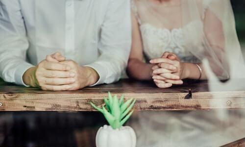 結婚式場の日程はいつ決めるべきか【何ヶ月前】