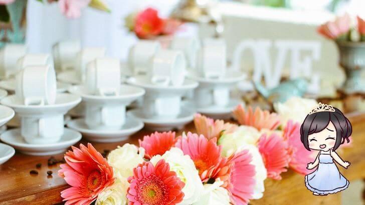 凝った花以外のゲストテーブル装飾
